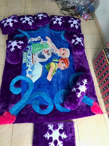 Karpet rasfur karakter Frozen Ungu 01