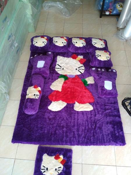 Karpet rasfur karakter Hello kitty ungu 02