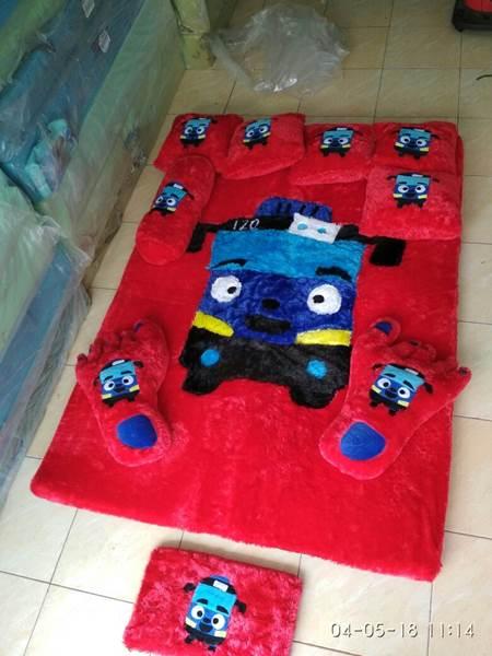 Karpet rasfur karakter Tayo merah