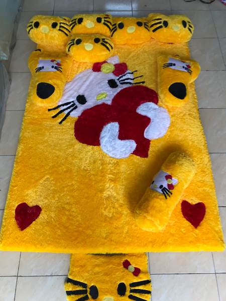 Karpet rasfur karakter Hello kitty kuning