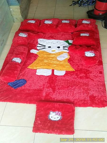 Karpet rasfur karakter Hello kitty merah 01