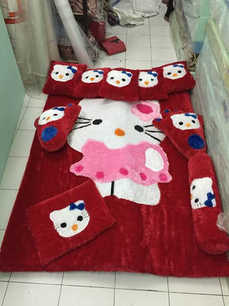 Karpet rasfur karakter Hello kitty merah 02