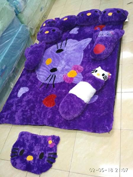 Karpet rasfur karakter Hello kitty ungu 01